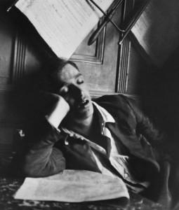 gallery-1516044273-jeune-homme-endormi-budapest-1912