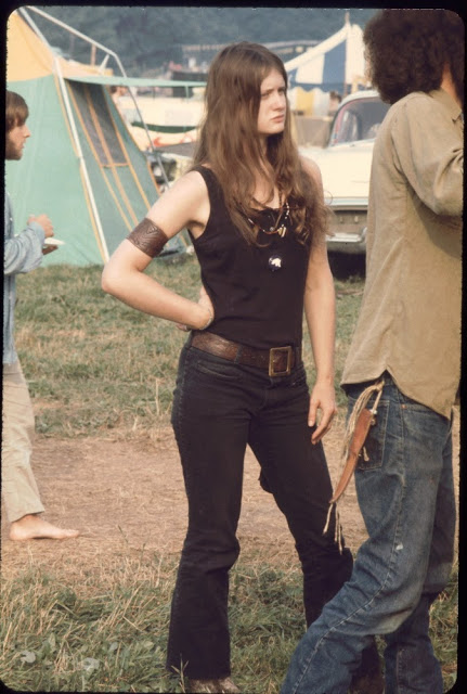 Girls of Woodstock, 1969 (16)