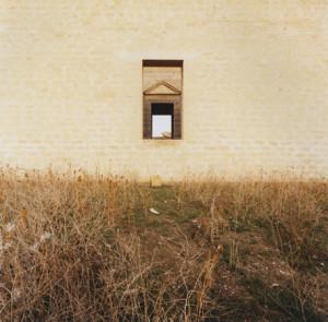 2gGiovanni_Chiaramonte,_attraverso_tre_finestre,_Gibellina,_1989