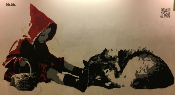"""""""Big bad wolf"""" è una street art alla stazione di Porta Garibaldi, tra le più celebri della città. Massimo Mion ci racconta qui una versione completamente inedita della celebre fiaba europea. Il lupo, cattivo per antonomasia, ci compare come un cucciolo quieto e indifeso. Con la dolcezza che solo l'ingenuità infantile tiene con sé, lo spaventoso lupo è tornato un cucciolo."""